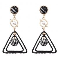 E1071 - Geometric triangle earrings