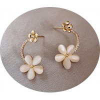 E1163 - Golden Petal Earrings