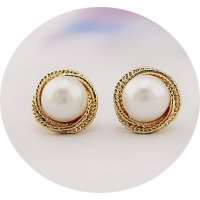 E865 - Golden pearl earrings