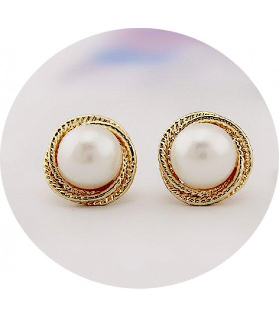 E865 - Golden pearl earrings