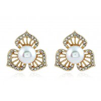 E878 - pearl clover earrings
