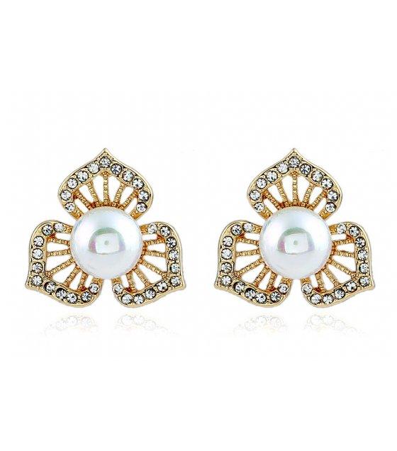 E878 - pearl clover earrings