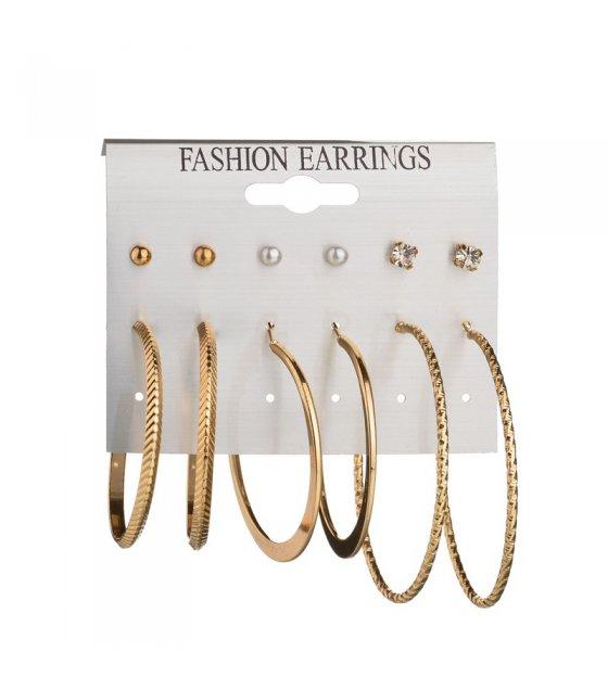 E901 - 6 pairs of pearls Earrings