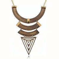 N1042 - Geometric triangular trade clavicle chain