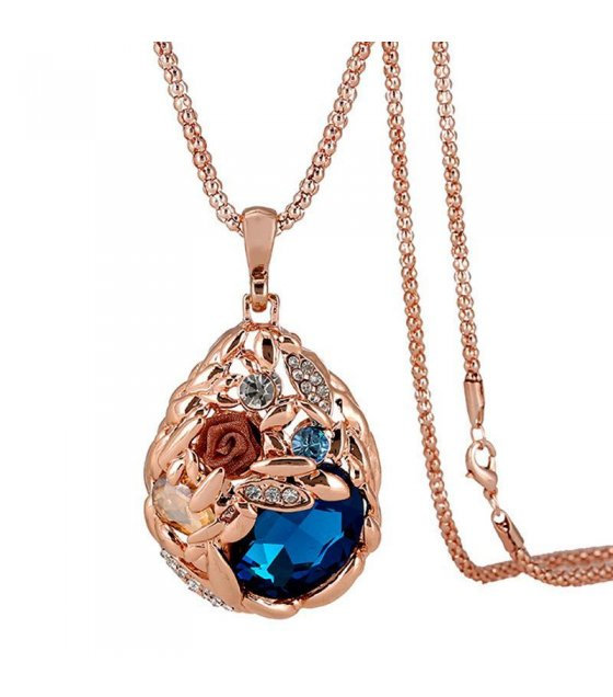 N1252 - Exquisite Floral Pendant Necklace