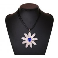 N1302 - White Floral Necklace