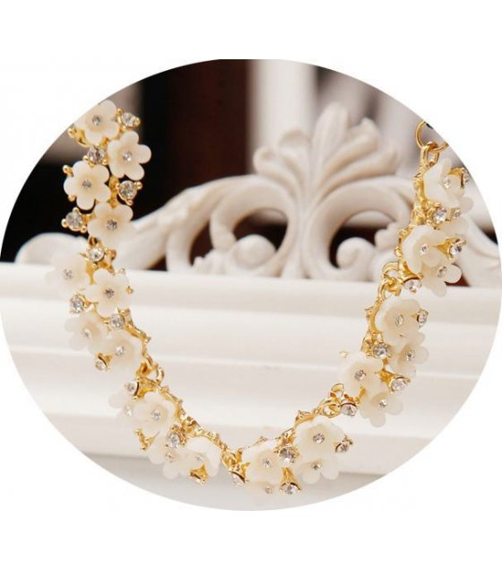 N1308 - Elegant Floral Necklace