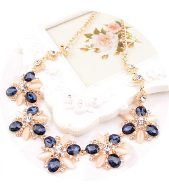 N1323 - Luxury Floral Pendant Necklace