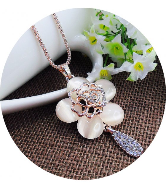 N2115 - Diamond eyelet stereo rose sweater chain