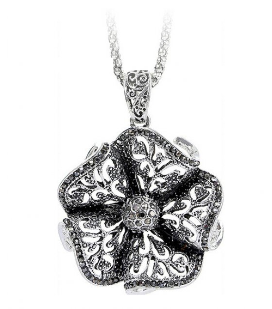 N2147 - Diamond flower necklace