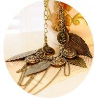 N2265 - Retro leaf portrait multi-element necklace