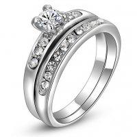 R485 - Trendy zircon ring