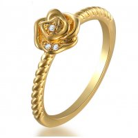R490 - 18k gold ladies flower ring