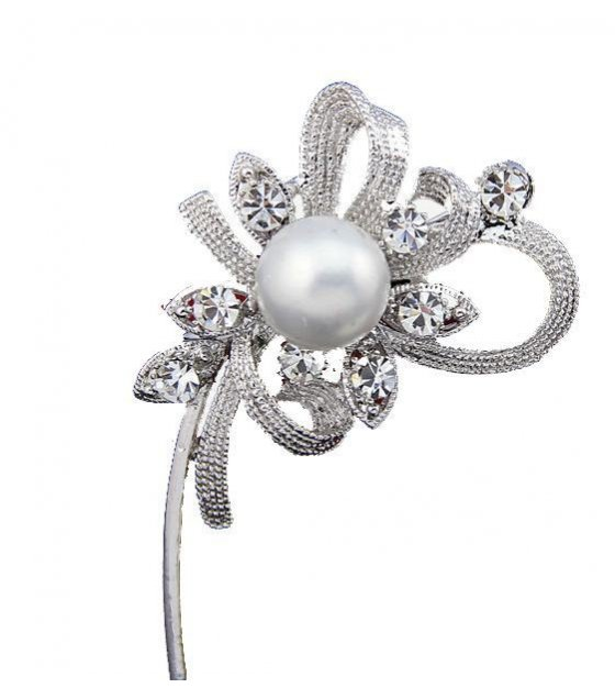 SB060 - Long Flower Pearl Brooch