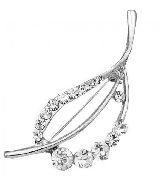 SB082  - Leaf wild diamond brooch