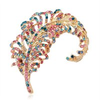 SB192 - Feather brooch